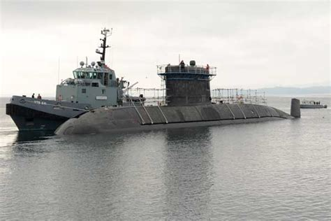 HMCS Chicoutimi on the move - Pacific Navy News : Pacific