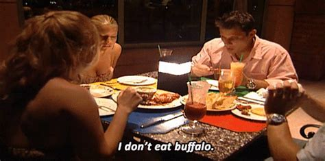 Jessica's Wary Reaction to Buffalo Wings | Nick Lachey and