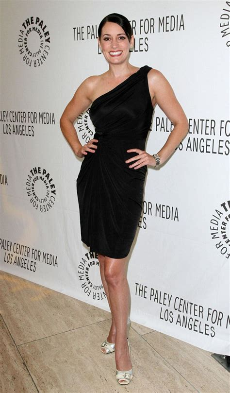 Paget Brewster Hot & Sexy Bikini Images, Photos and Videos