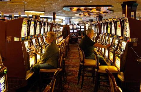 MyVegas smartphone slots lure players to Sin City